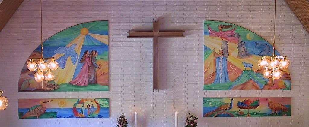 kirkeudsmykning med altertavler