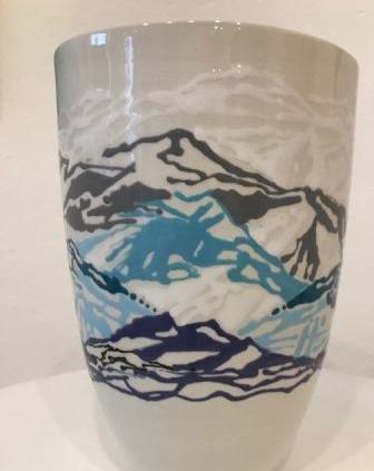 Blå dekoreret vase i keramik